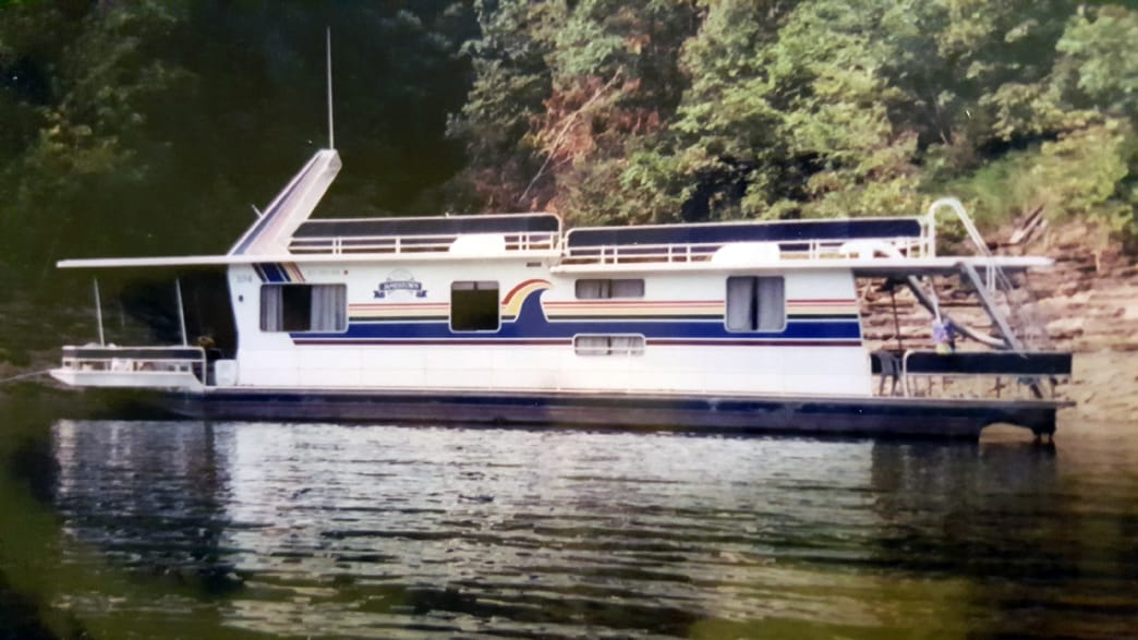 Rent a houseboat and spend a long weekend on the water at Lake Cumberland.     Samantha Edmonds
