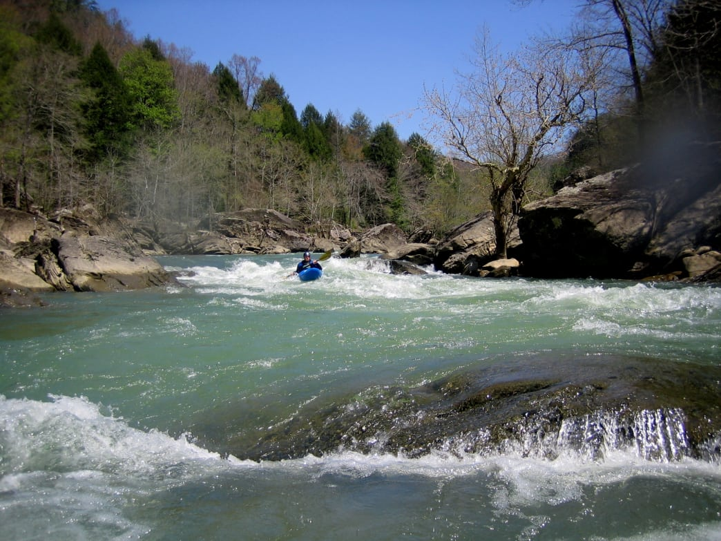 Paddle along the crystal clear waters of the Rockcastle River from the town of Livingston.