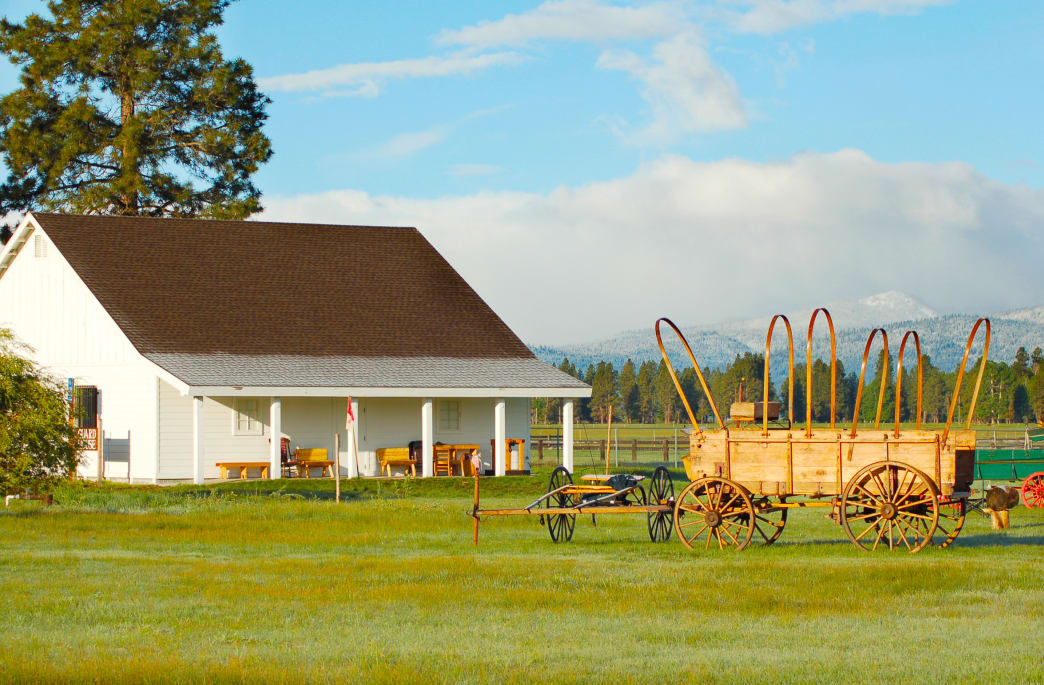 Fort-Klamath-Museum-building-retouched